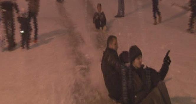 Başkent'te çocuklar karın keyfini çıkardı
