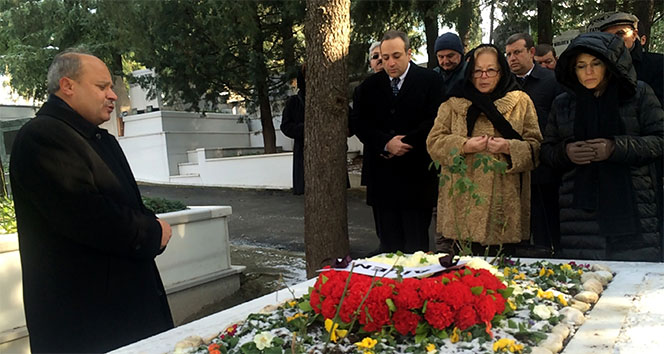 İsmail Cem ölümünün 9. yılında mezarı başında anıldı