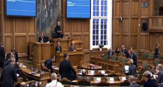 Danimarka tartışmalı yasayı onayladı