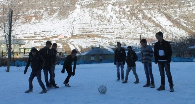 Eksi 25 derecede futbol aşkı