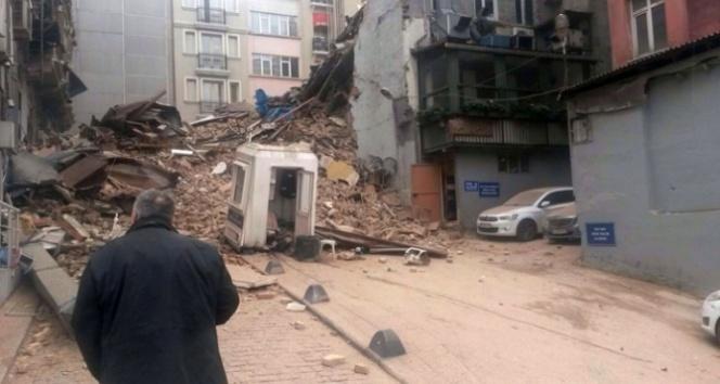İstanbul'da 5 Katlı bina çöktü! Taksim toz duman
