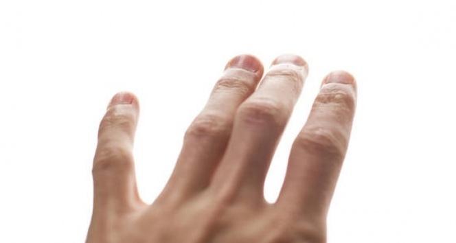 Ellerdeki titremeye dikkat!