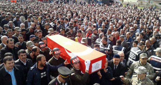 Şehit Kürtçe ağıtlarla son yolculuğuna uğurlandı