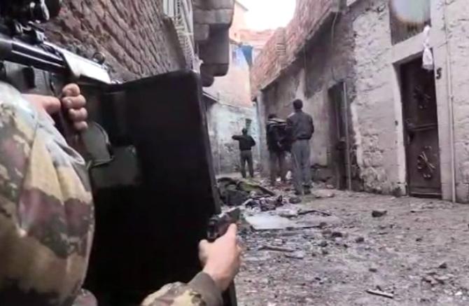 Sur'da sıkıştırılan teröristler böyle teslim oldu