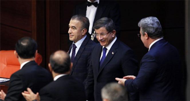 Davutoğlu'ndan gece yarısı Genel Kurul sürprizi