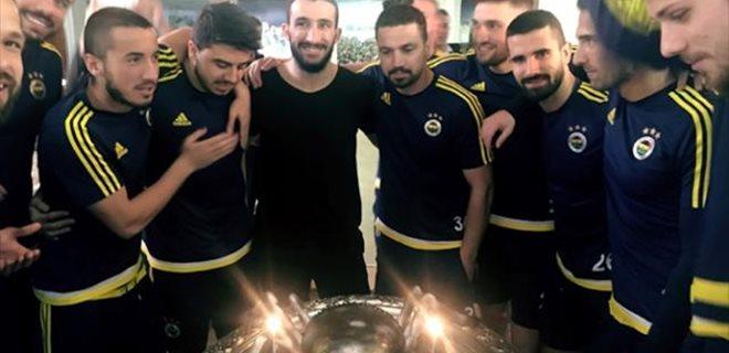 Mehmet Topal'a örümcekli pasta sürprizi