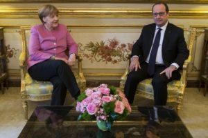 Merkel ve Hollande görüşmeye geçti