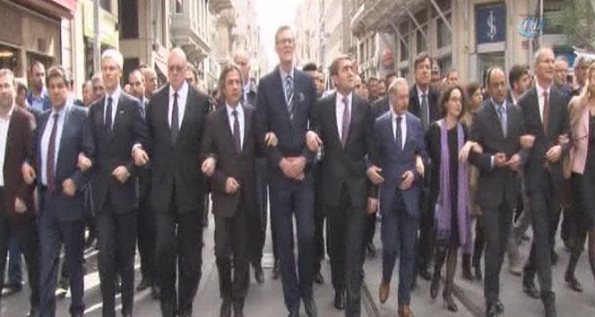 Başkonsoloslar İstanbul'da terörü böyle protesto etti!