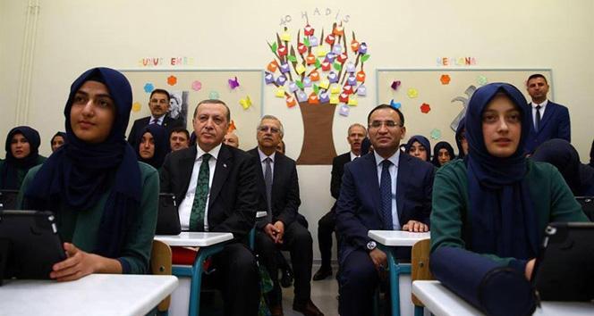 Cumhurbaşkanı Erdoğan öğrencilerle ders dinledi