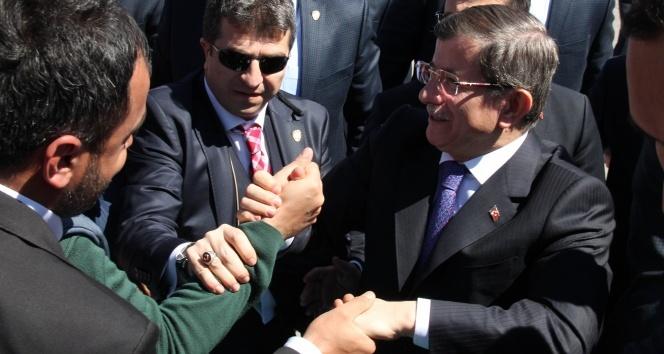 Başbakan Davutoğlu: 'Bizi ayıramayacaklar'