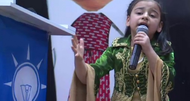 Başbakana İstiklal Marşı okuyan Diyarbakırlı kız