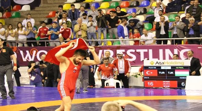 Milli Güreşçiler Olimpiyat Yolunda