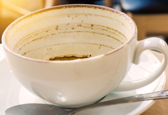 Fincandaki çay kahve lekeleri nasıl çıkarılır?