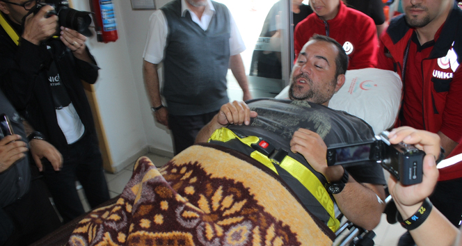 Ata Demirer kaza geçirdi!