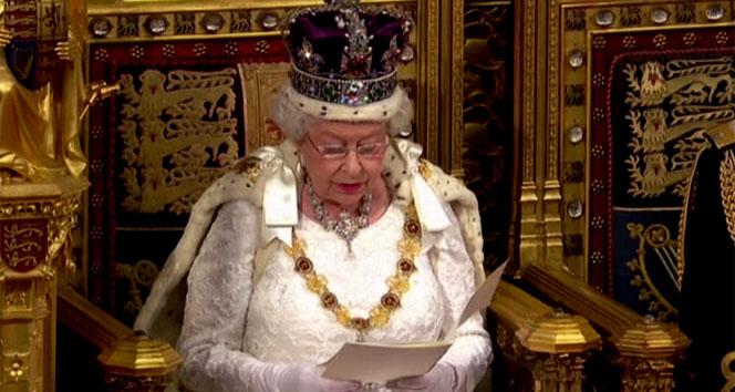 İngiliz Parlamentosu'nu kraliçe açtı
