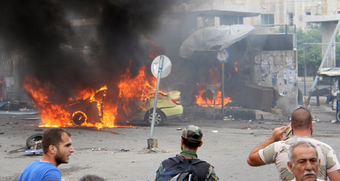 Suriye'de 7 bombalı saldırıda 100 kişi öldü