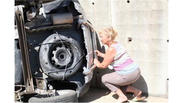 Kaza yapan kadından insanlık dersi! Kediyi aradı