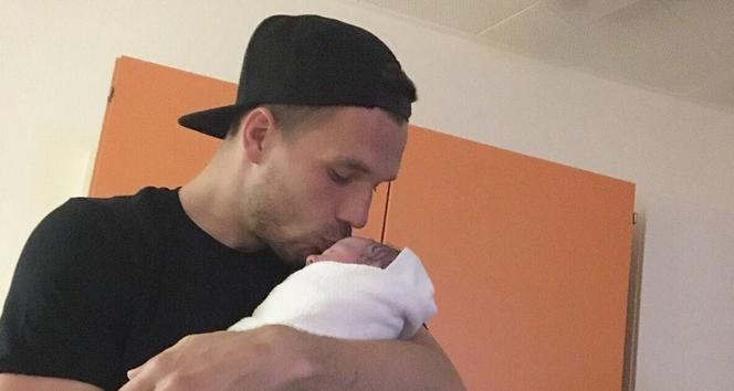 Podolski 2. kez baba oldu