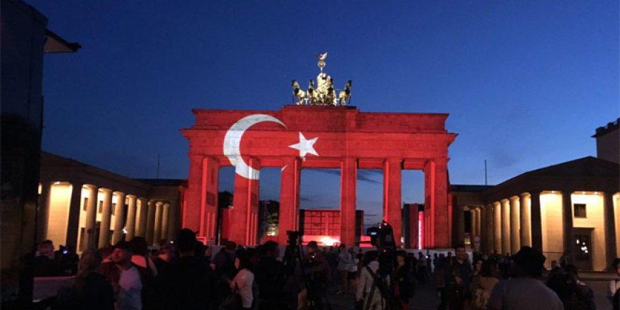 Almanlar terörü ay yıldızla kınadı