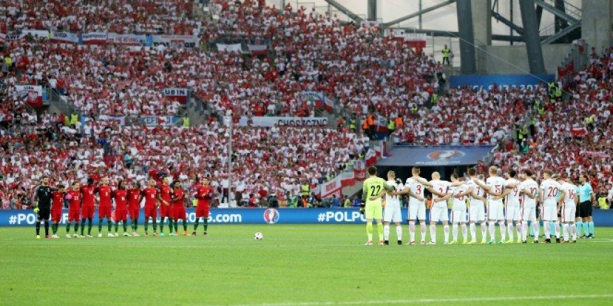Türkiye için 1 dakikalık saygı duruşu!