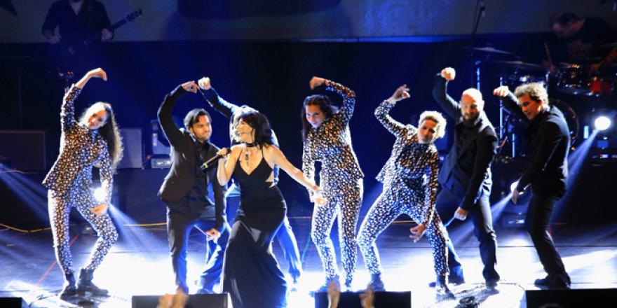 Hande Yener EXPO 2016'yı salladı!
