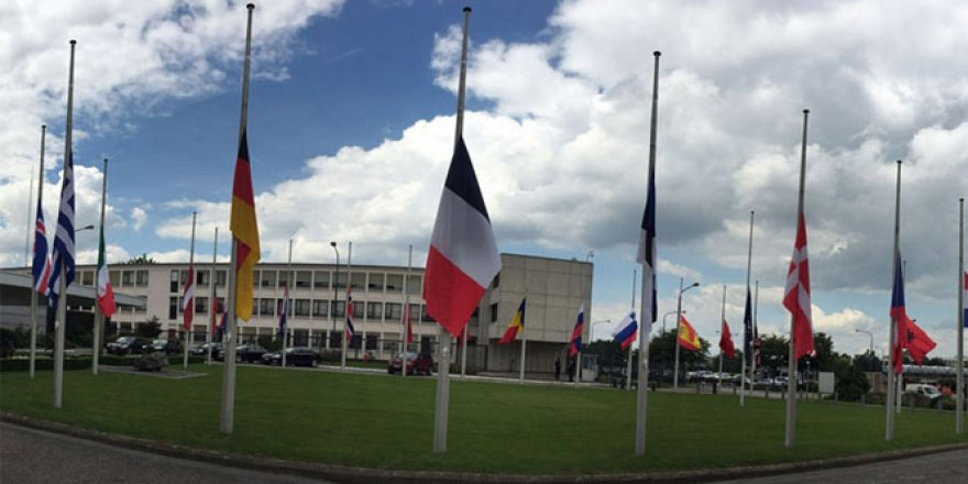 NATO karargahında bayraklar yarıya indirildi