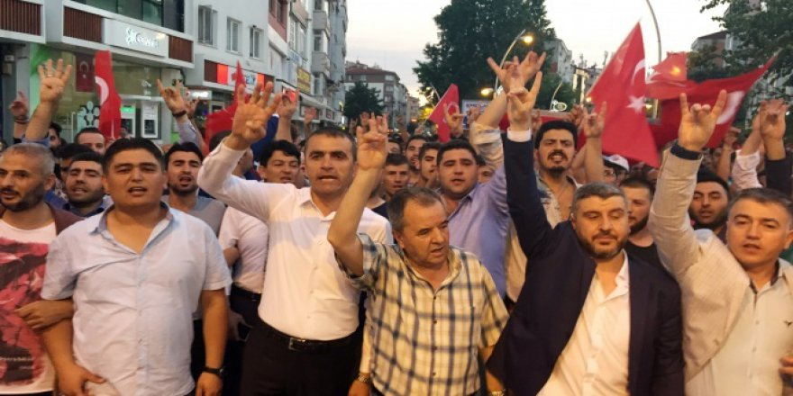 AKP ve MHP'liler kol kola yürüdüler!