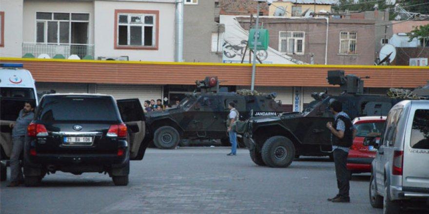 Diyarbakır'da polis ile teröristler çatıştı: 3 şehit!