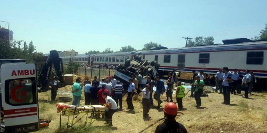 Manisa'da tren kazası: 6 ölü 15 ağır yaralı