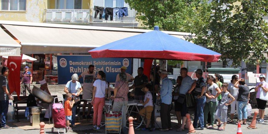 Selçuk'ta demokrasi şehitleri için lokma hayrı