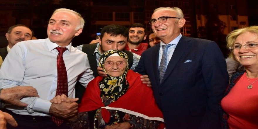 100 yaşındaki nine demokrasi nöbetinde