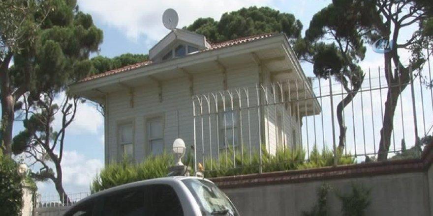 Polis Nazlı Ilıcak'ı evinde bulamadı!