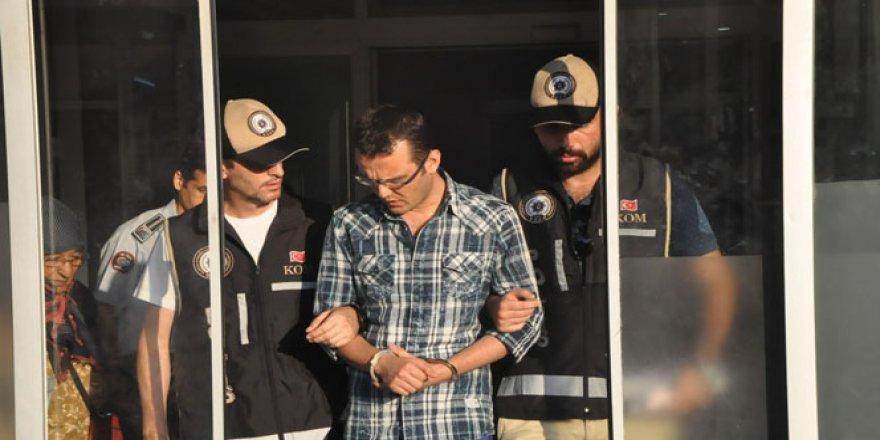 İzmir'de zabıt katibi ve infaz koruma memurlarına gözaltı