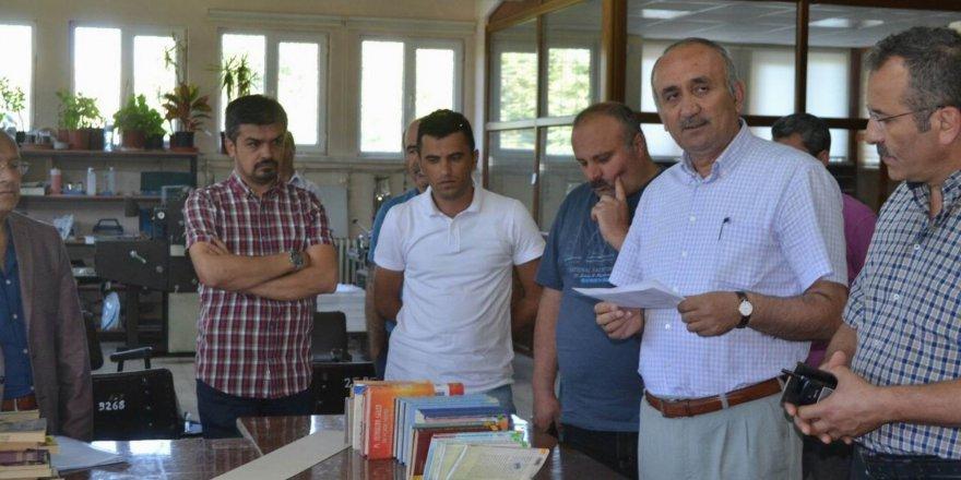 Cumhuriyet Üniversitesi'ndeki FETÖ kitapları imha edildi