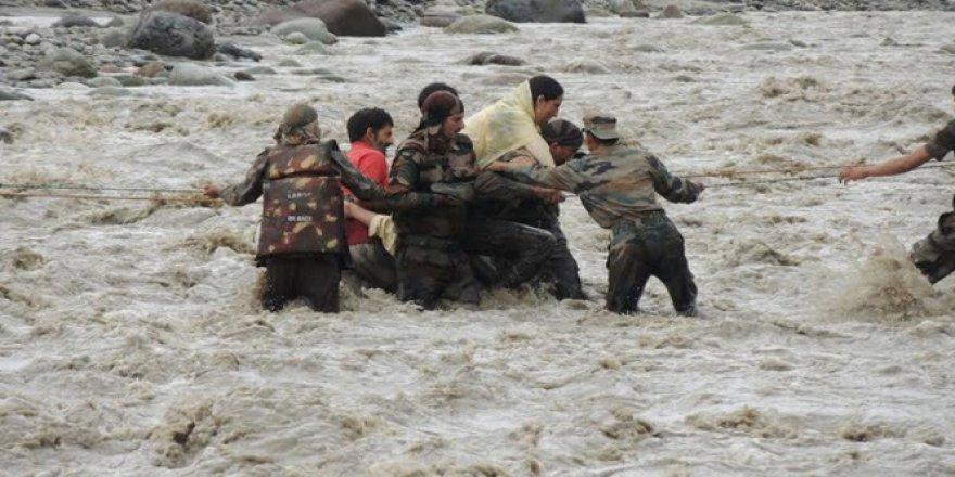 Hindistan ve Bangladeş'te şiddetli yağış: Toplam 31 ölü