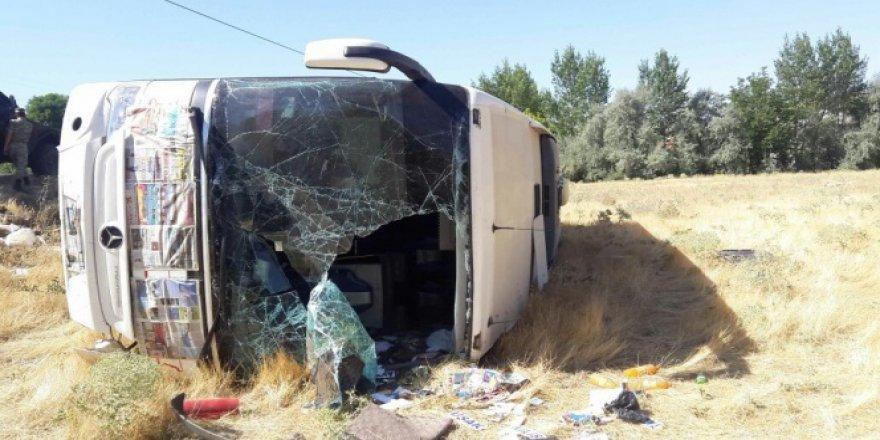 Elazığ'da yolcu otobüs devrildi: 15 yaralı