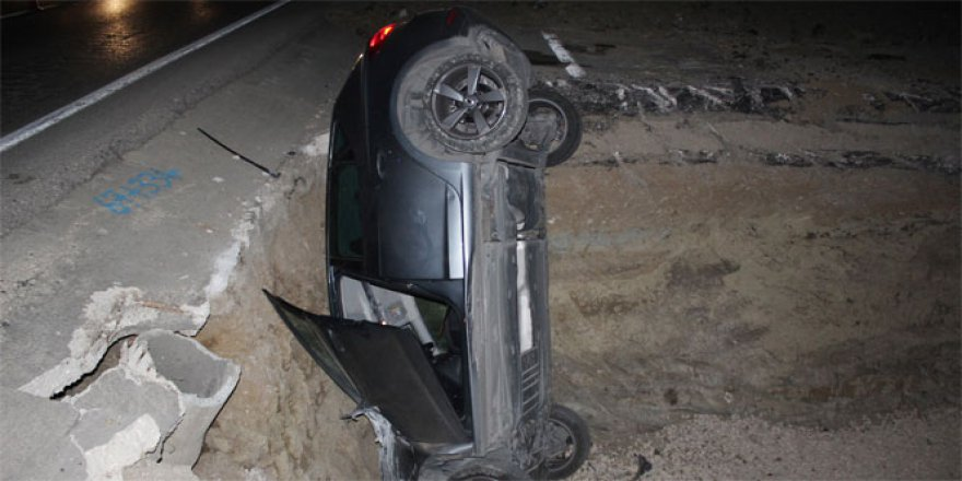 Otomobil çukura düştü: 5 kişi..
