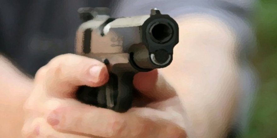 Silahını temizlerken kendini...