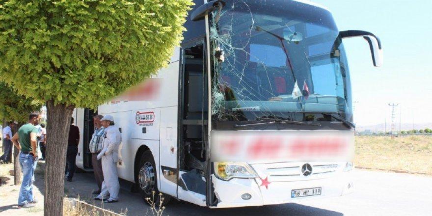 Sivas'ta yolcu otobüsü ile traktör çarpıştı! 4 kişi..