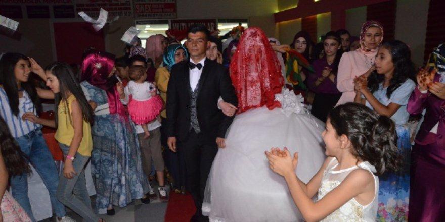Düğünlerde dolar yerine Türk lirası dönemi başladı