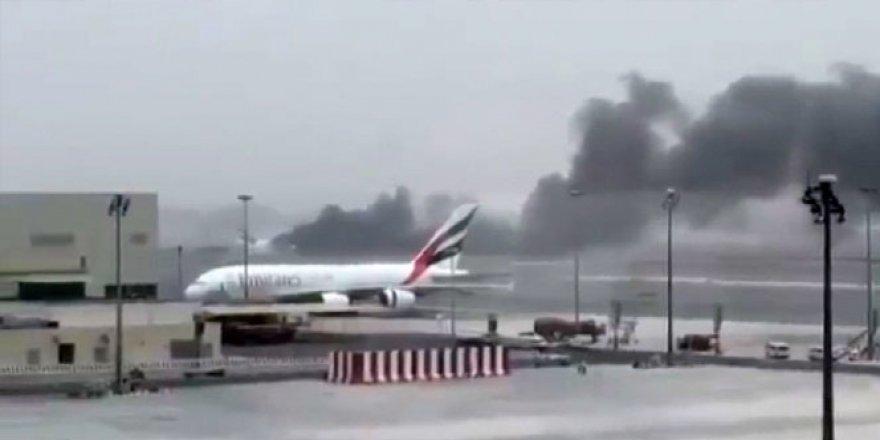 Emirates Havayolları'na ait Boing 777 tipi uçak alev aldı! 5'de Türk yolcu bulunuyor