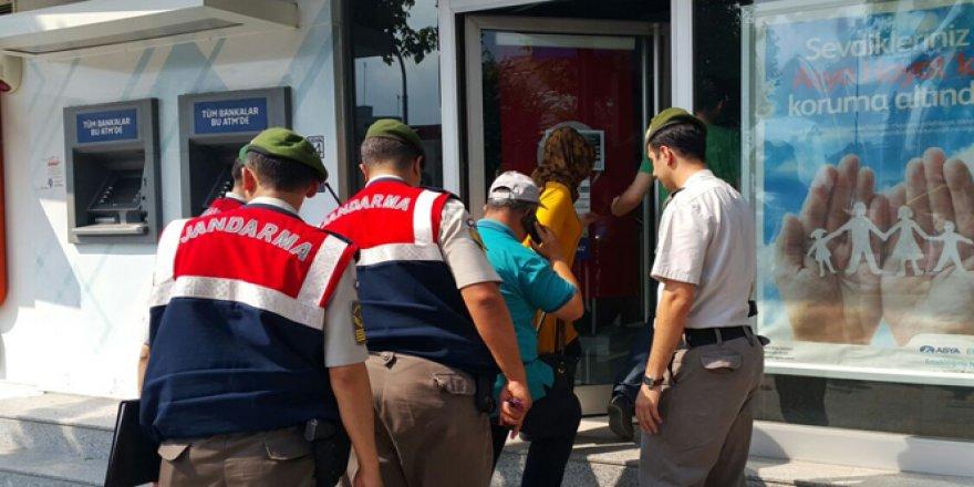 Jandarma ekipleri Bank Asya'ya girdi