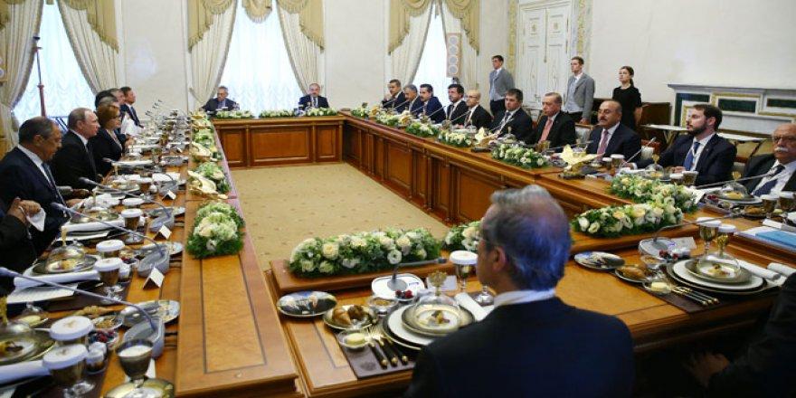 Cumhurbaşkanı Erdoğan ve Putin'in yemeğinde dikkat çeken ayrıntı