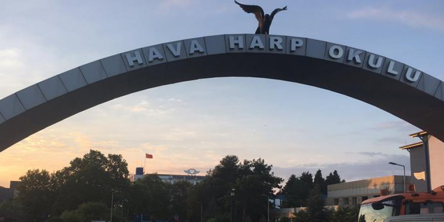 Hava Harp Okulu'nda kadınlar tuvaletinde silahlar ele geçirildi