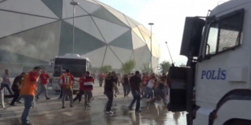 Stadyum önünde ortalık karıştı