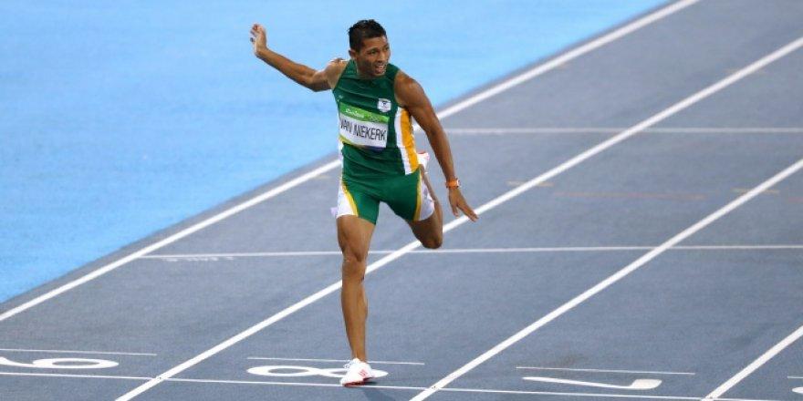Güney Afrikalı atlet Wayde van Niekerk'den 17 yıl sonra gelen rekor