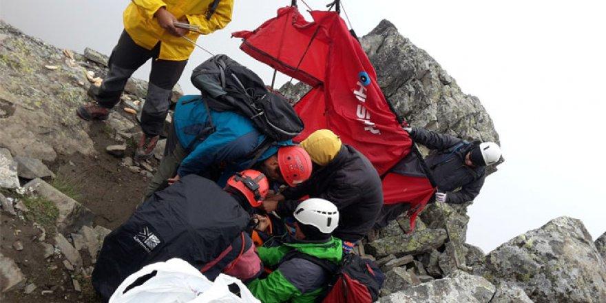 16 yaşındaki dağcı 40 saatlik operasyonla kurtarıldı!