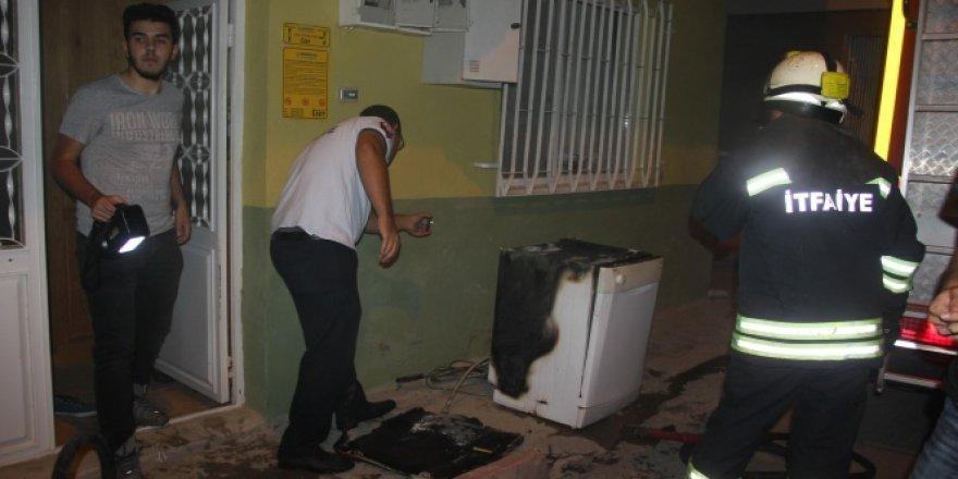 Çamaşır makinesinden çıkan yangın korku saçtı!