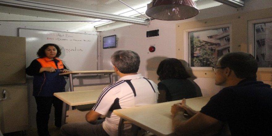 17 Ağustos depremini bu kez simülasyon tırında yaşadılar