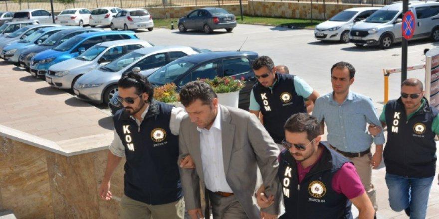 Uşak'ta vali yardımcısı Ertekin ve kaymakam Başhan tutuklandı
